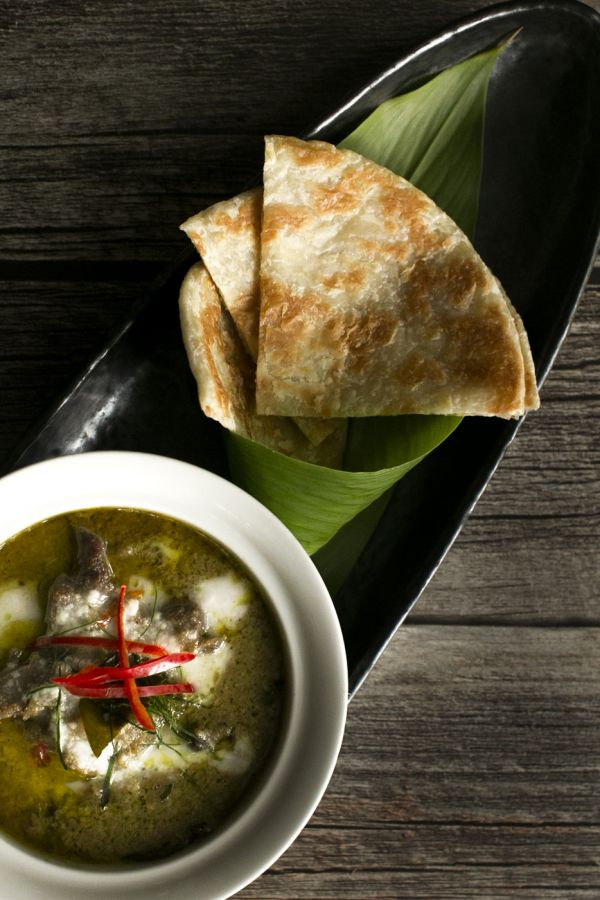 Ma Maison : Australian Angus rib eye in green curry, served with roti